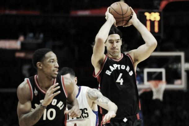 Los Raptors, con Scola como figura, vencieron a Los Clippers, sin Prigioni