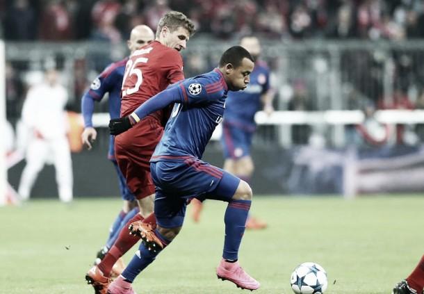 Bayern München 4-0 Olympiacos: partido discreto de Felipe Pardo y su equipo