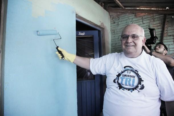 Grêmio inicia pintura de casas do projeto ''Comunidade Tri'' no bairro da Arena
