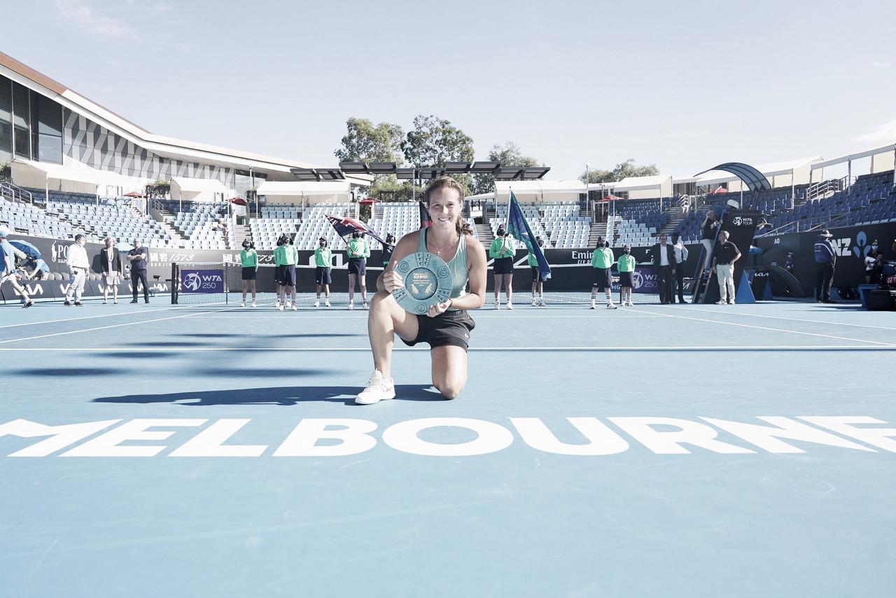 Kasatkina vira contra Bouzkova e conquista o Phillip Island Trophy
