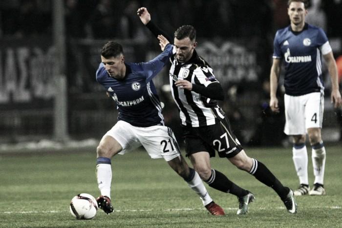 Schalke 04 é superior, bate PAOK e sai em vantagem no jogo de ida da Europa League