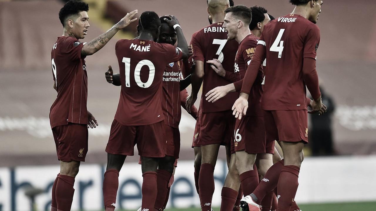 El Liverpool vence al Chelsea y recibe el trofeo de campeón de la Premier League