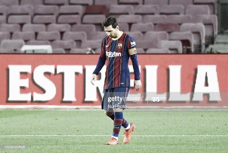 SIN CONSUELO. Messi y una imagen que se repite durante los fin de semana en los partidos del Barcelona. Foto: Getty images