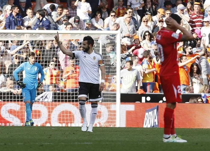 Liga, il Valencia vince d'orgoglio: 2-1 al Siviglia al 91'