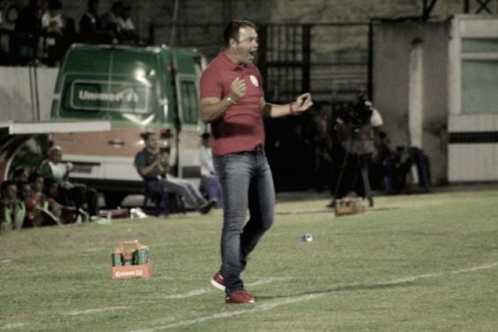 Lesões atrapalham trabalho do técnico Roberto Fernandes