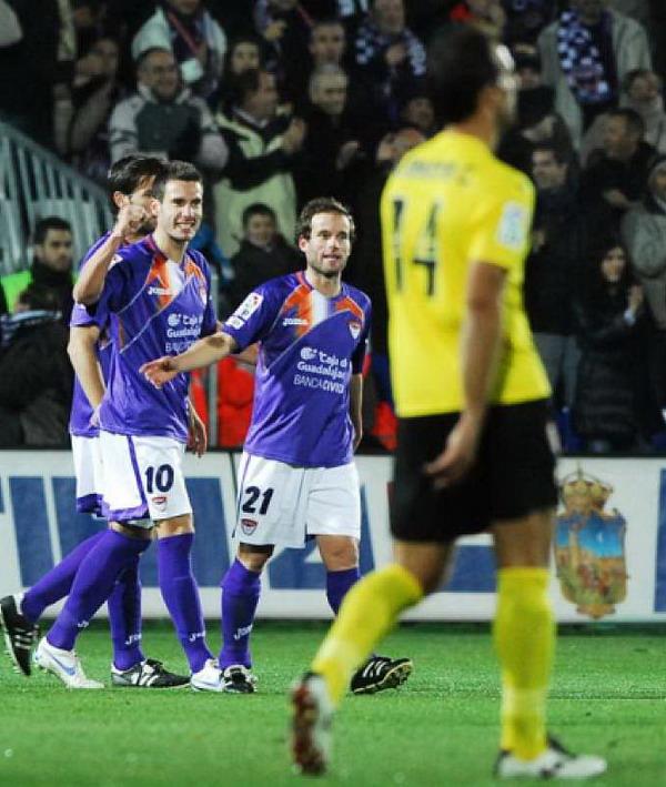 El Murcia vuelve a tirar un partido por un mal inicio