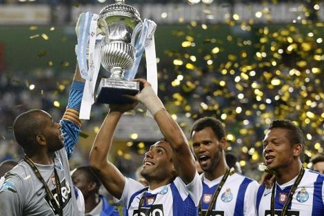 Porto y Académica disputan la Supercopa de Portugal