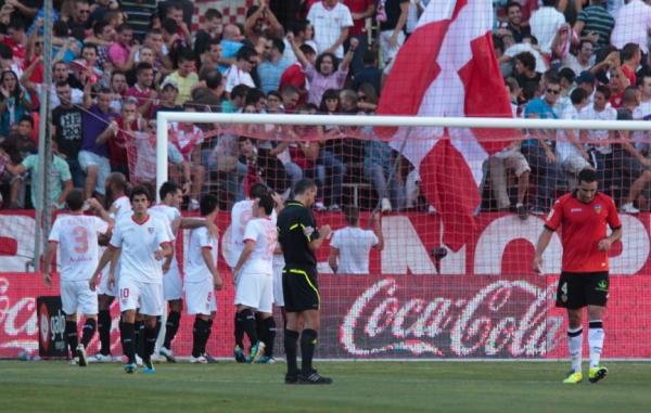 El Valencia claudica en Sevilla