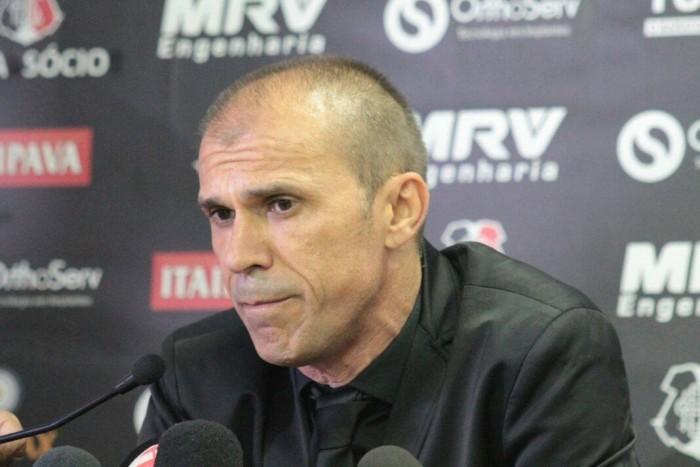 """Milton Mendes exalta vitória e minimiza cansaço """"Não jogamos contra um time qualquer"""""""