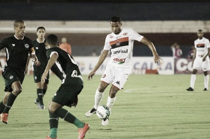 Em jogo equilibrado, Goiás e Brasil de Pelotas ficam no empate