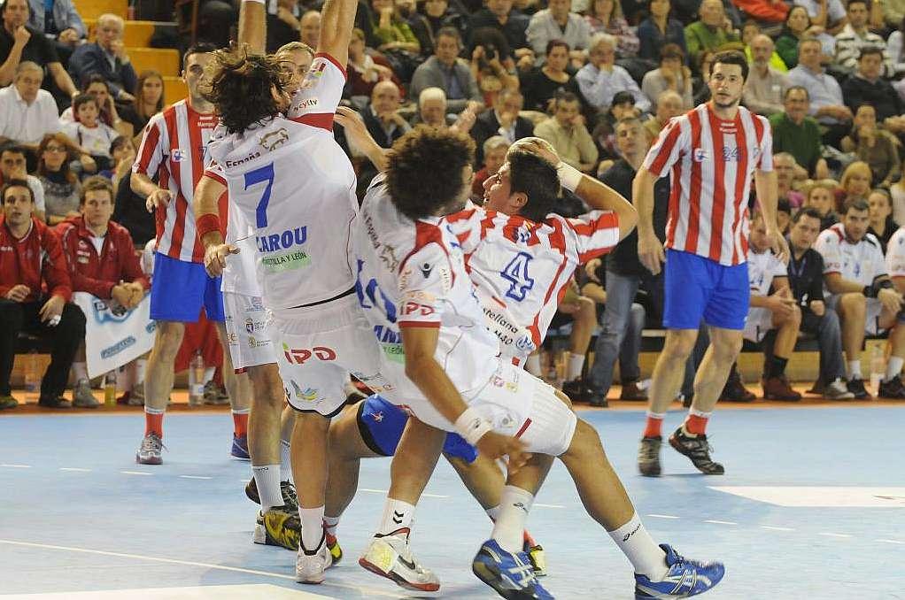 El BM Atlético de Madrid pasa por encima del Ademar