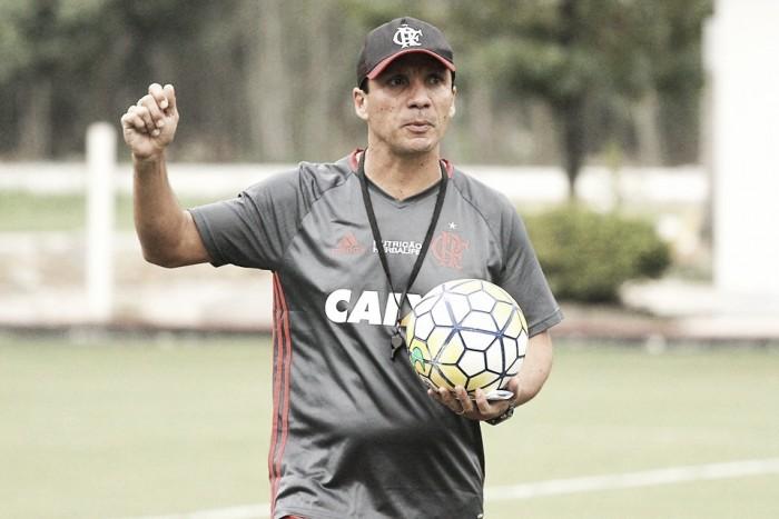 Interino Zé Ricardo lamenta expulsão e derrota do Flamengo, mas não crucifica César Martins