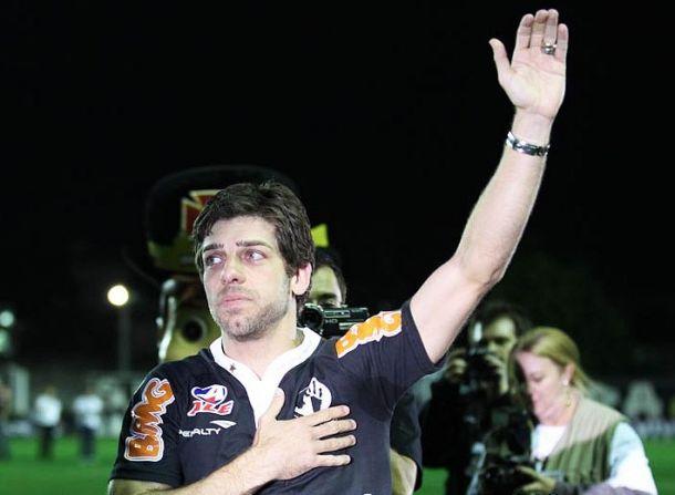 Dentro de campo, Vasco goleia; Fora, Dinamite confirma aposentadoria de Juninho