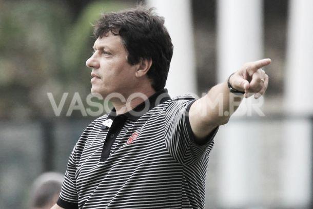 """Após vitória, Adílson afirma: """"Vamos entrar para tentar vencer o Fluminense"""""""