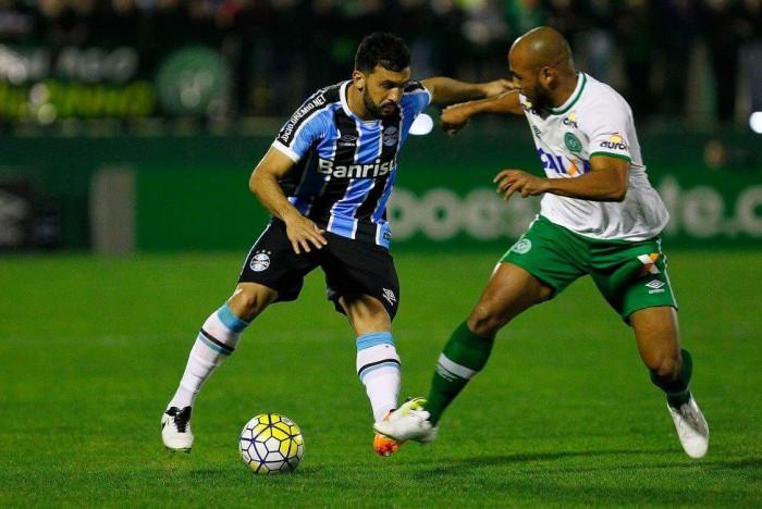 """Guto Ferreira aponta dificuldade em novo empate, mas valoriza empenho: """"Na superação"""""""