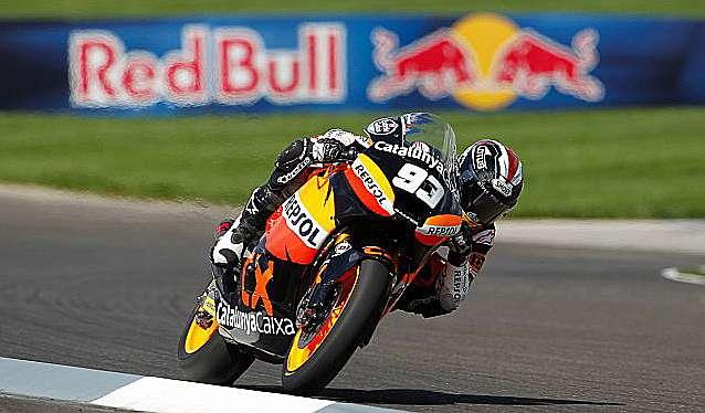 Márquez vuelve a ganar en Moto2 con contundencia