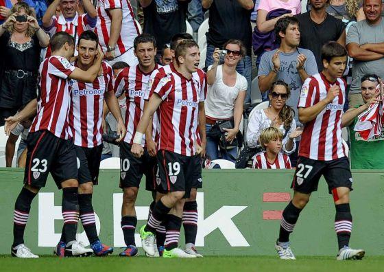 El Athletic consigue sus tres primeros puntos ante un Valladolid aciago