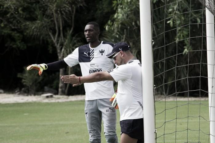 Antonio Mohamed expresó confianza hacia el cancerbero Alexander Domínguez