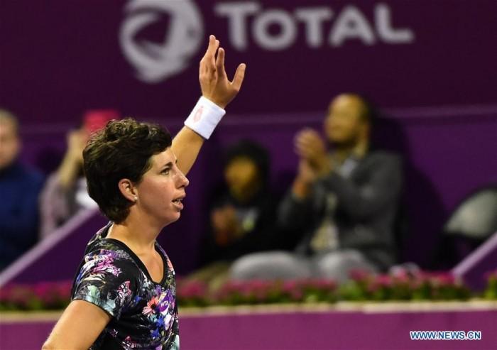 WTA Doha: la Radwanska crolla al cospetto della Suarez Navarro, in finale anche la giovane Ostapenko