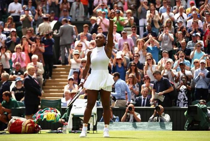 Serena Williams vence com facilidade em sua estreia e avança para a segunda rodada em Wimbledon