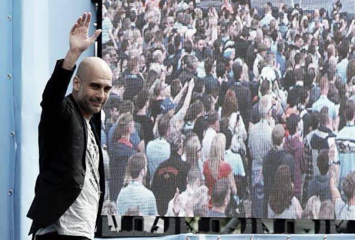 """Entusiasmado, Guardiola é apresentado no Manchester City: """"Quero aprender muito"""""""