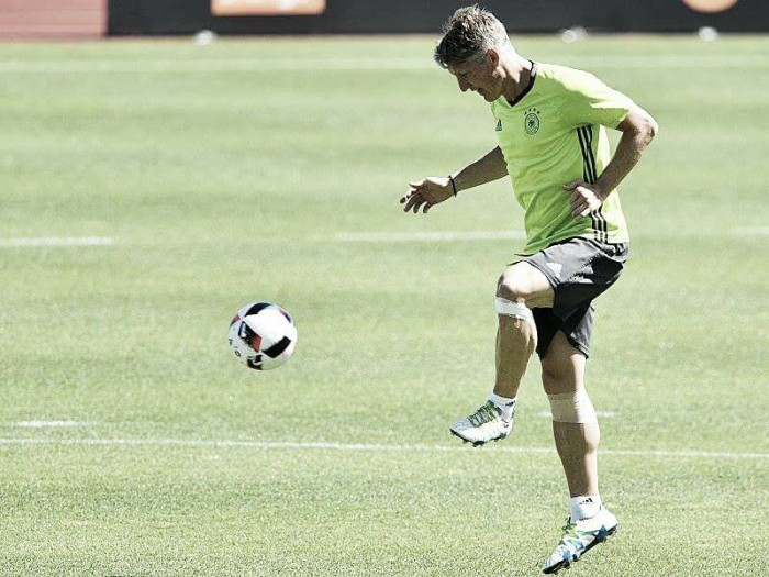 Schweinsteiger takes part in final training, Gomez and Khedira miss out