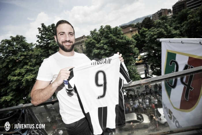 """Higuaín fala pela primeira vez como jogador da Juventus: """"Estou feliz de estar aqui"""""""