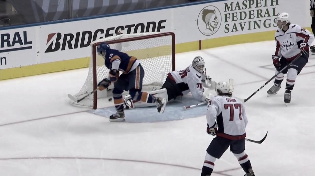 Los Islanders al borde de la clasificación, los Blackhawks sobreviven