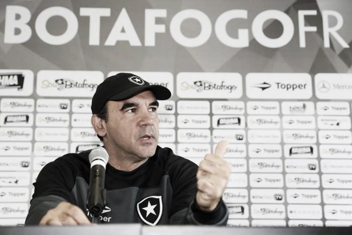 """Ricardo Gomes destaca evolução nos atletas do Botafogo: """"Estamos melhorando a cada dia"""""""