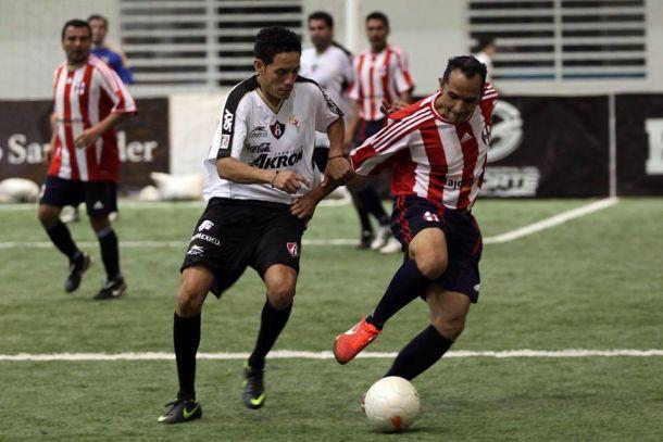 Guadalajara y Atlas igualan en el clásico indoor