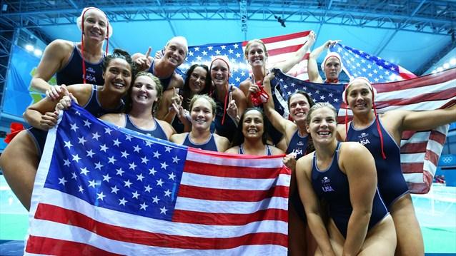 Estados Unidos se muestra intratable en la final, España es plata en waterpolo femenino