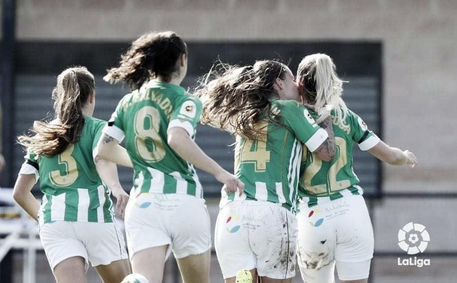 Sosa celebra el gol con sus compañeras. Fuente: La Liga