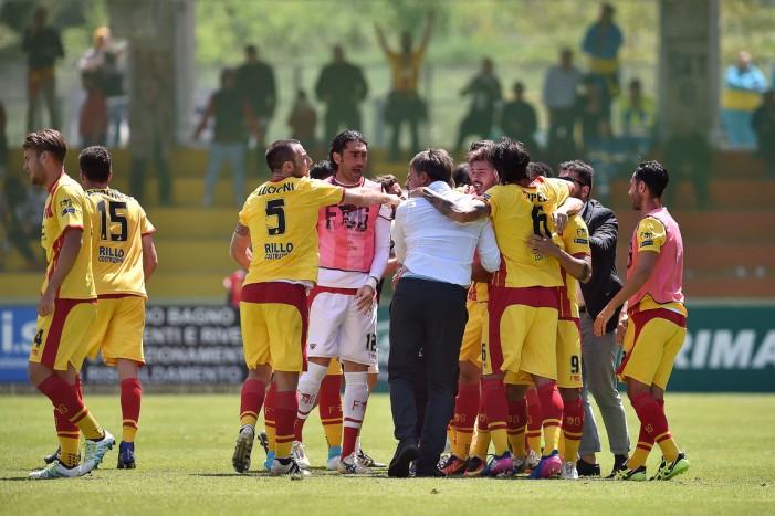 Serie B - Il Benevento stende il Frosinone all'ultimo secondo: 2-1 al Vigorito