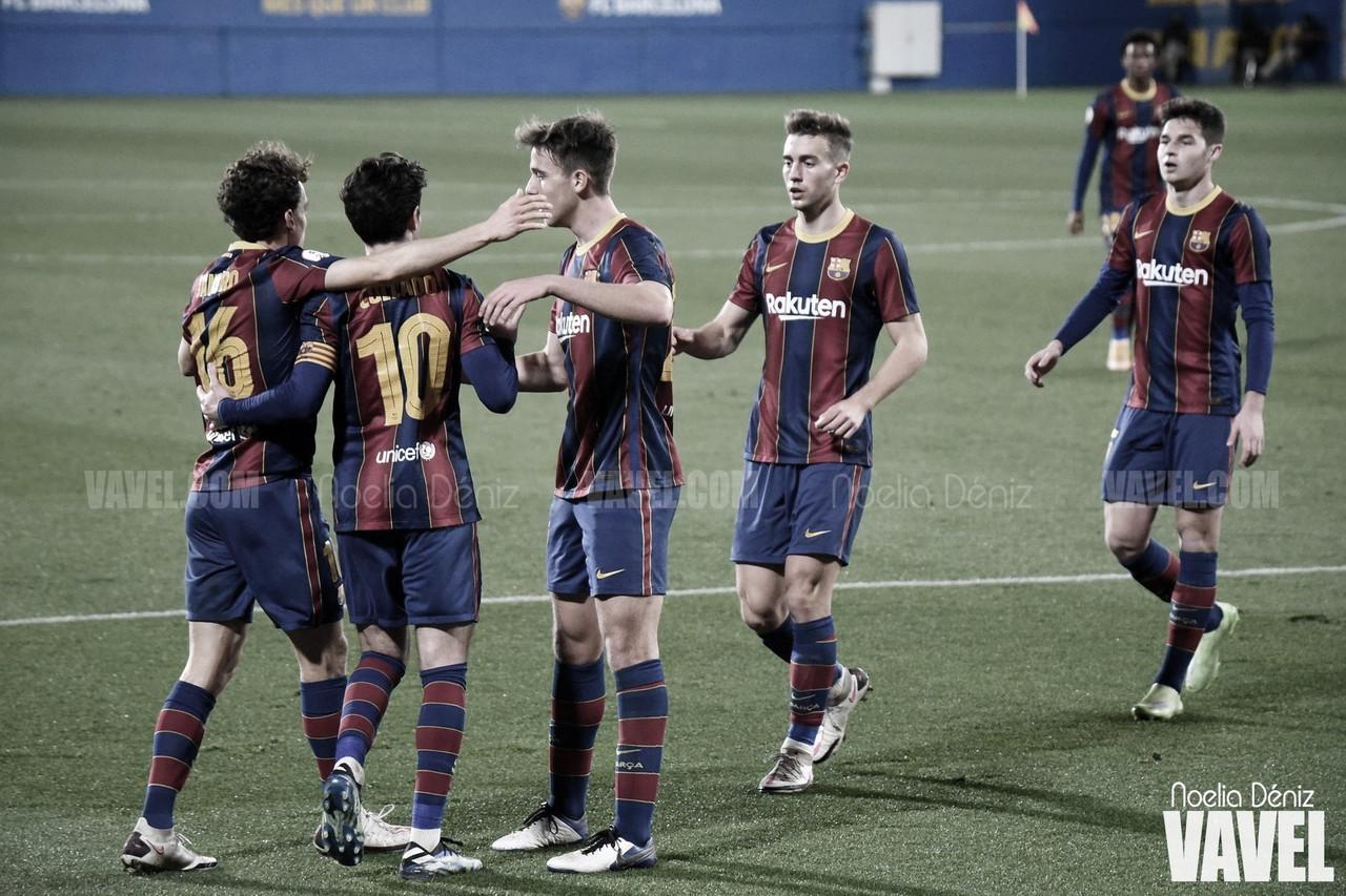 Los jugadores del Barça B ante el Olot| Foto: VAVEL