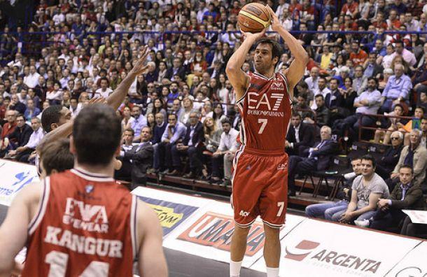 Milano scaccia i fantasmi, vince e vola in semifinale