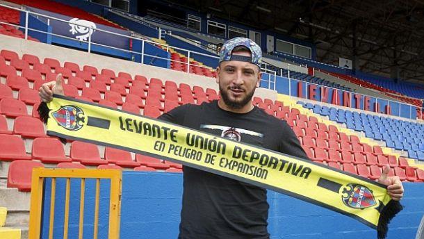 Ghilas debuta con gol con el Levante