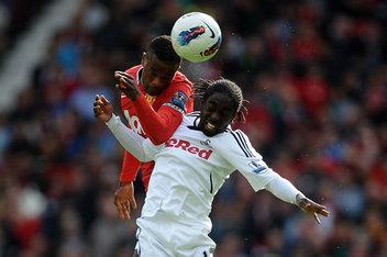 El Manchester United cede parte de su ventaja en Swansea