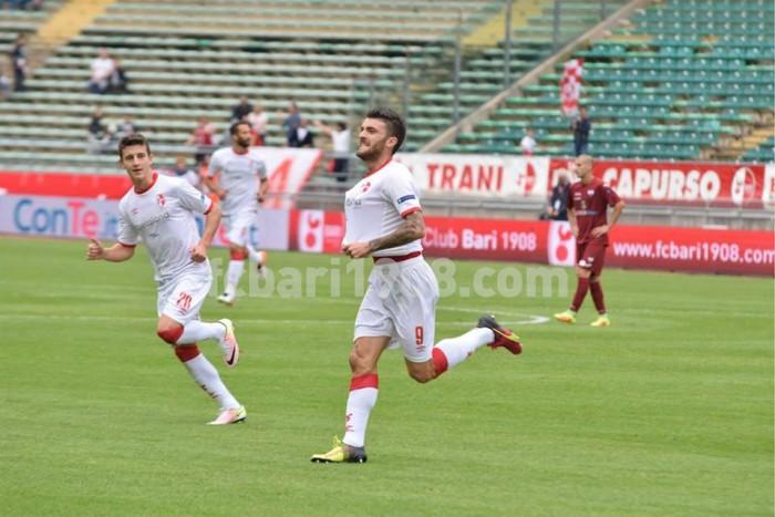 Serie B, il Bari si rilancia e mette nei guai il Trapani: 3-0 al San Nicola
