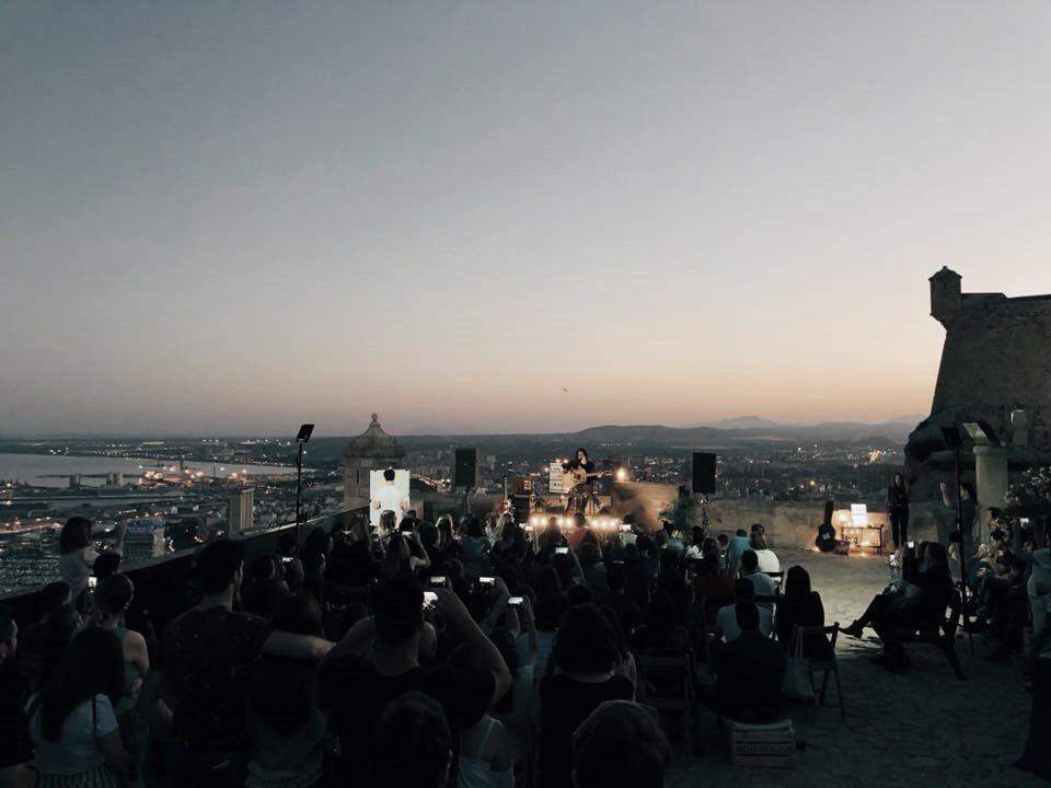 'Live The Roof' inicia este viernes en el Castillo de Santa Bárbara con Shinova