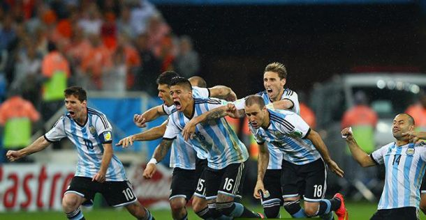 Romero ai rigori riaccende una partita spenta: Argentina in finale, Olanda a casa
