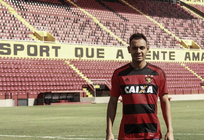 Sport oficializa empréstimo do lateral-esquerdo Mansur junto ao Atlético-MG