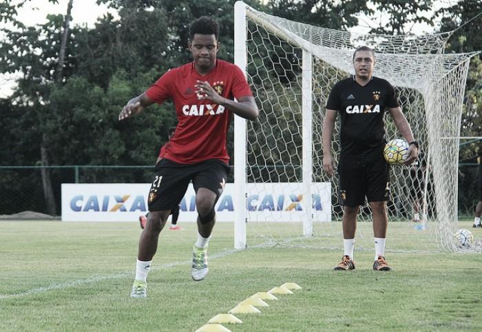 Magrão e Rithely seguem treinando normalmente e são opções diante do Grêmio