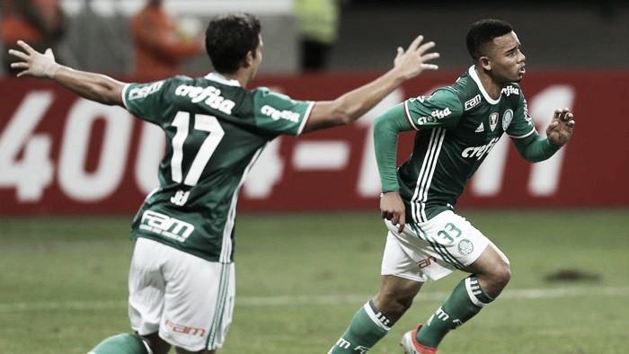 Com dois de Jesus, Palmeiras derrota América-MG e se isola na liderança do Brasileirão