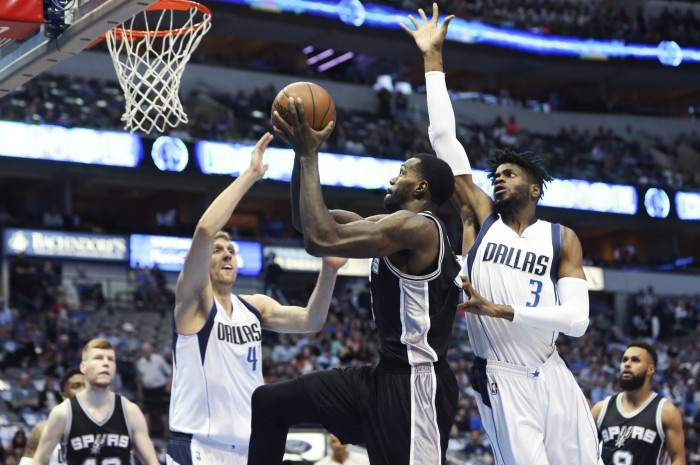 NBA - Gli Spurs si aggiudicano il derby texano contro i Mavericks; Detroit batte Houston in trasferta