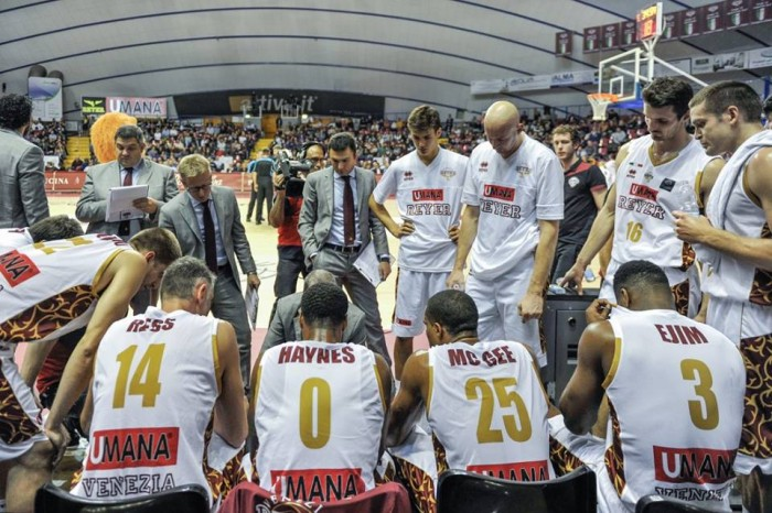 Basket, Serie A: Reyer a due facce, trionfa contro una bella Pistoia (74-62)