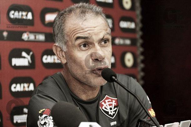 """Jorginho vê evolução no Vitória mas mantém pés no chão: """"Tem muita coisa a ser feita"""""""