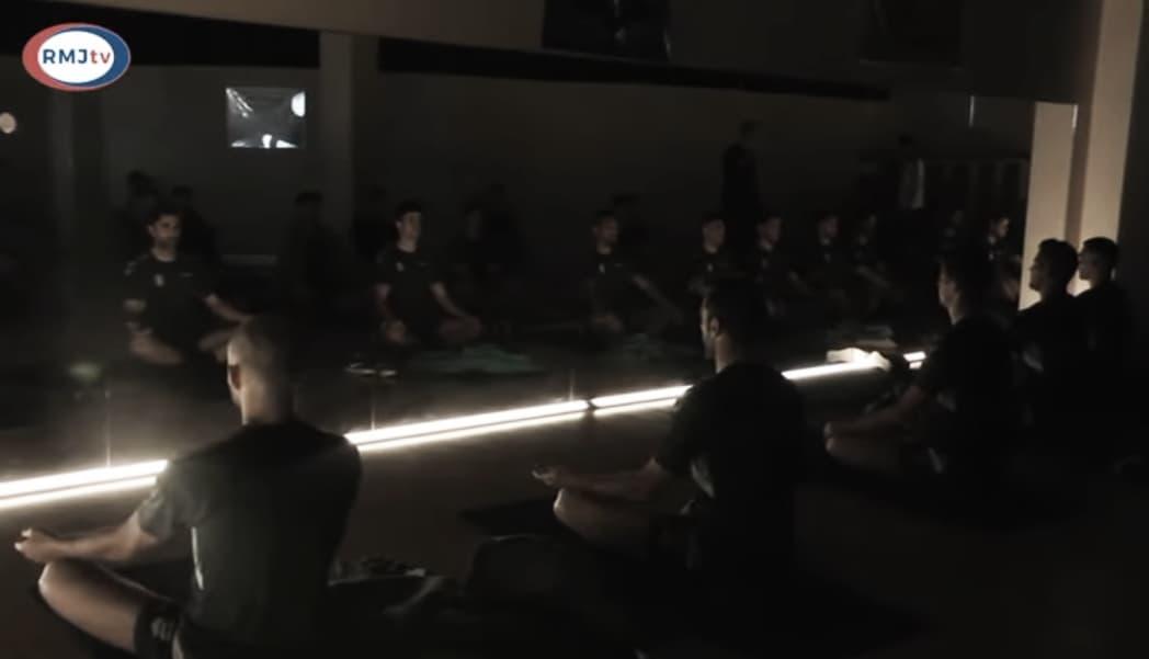 Relajación, estiramientos y buen ambiente en el penúltimo entrenamiento