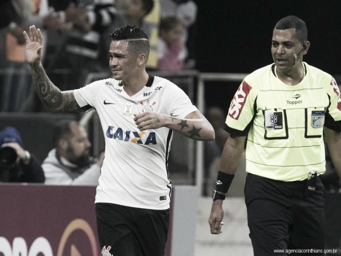 """Aliviado após primeiro gol, Luciano exalta parceria com Romero: """"Acrescentou mais pra mim"""""""