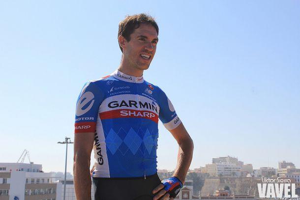 Koldo Fernández de Larrea cuelga la bicicleta