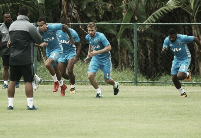 Mesmo com volta de André e a ausência de Rithely, Nelsinho Batista não confirma time do Sport
